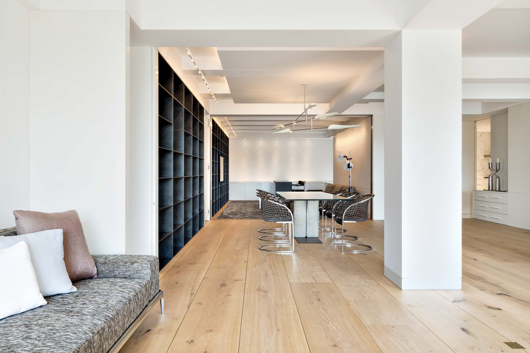solid-oak-flooring_natural-oil_central-park_living-room_dinesen_02.jpg