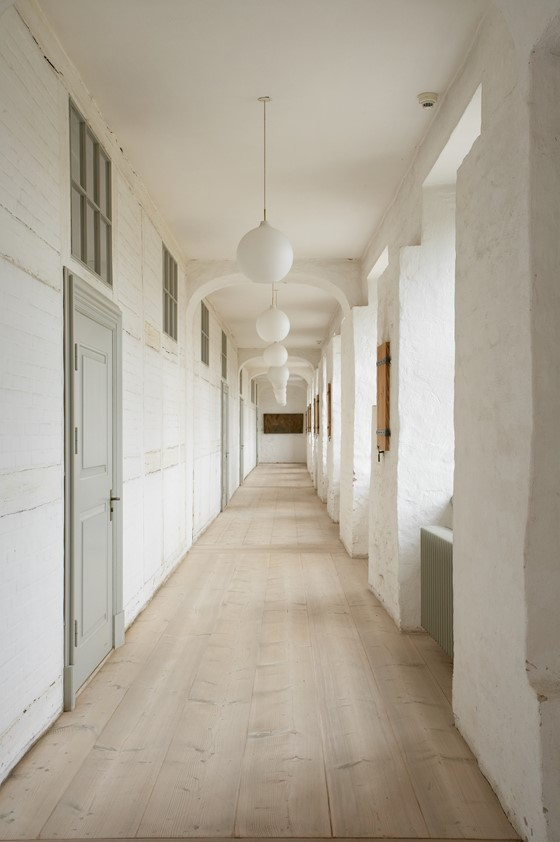 douglas-fir-floor_untreated_sonderborg-castle_hallway_dinesen.jpg