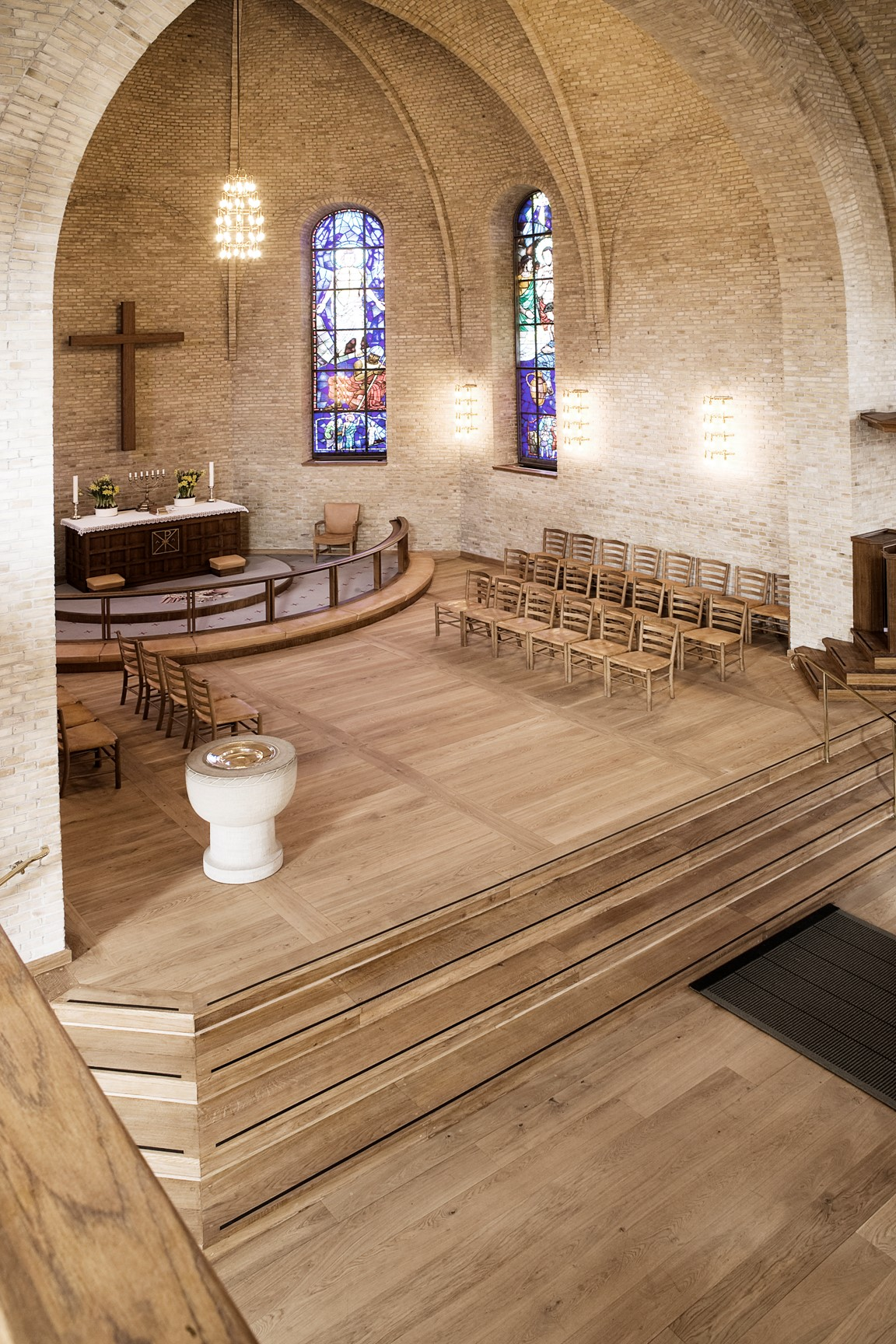 oak wood flooring hellerup church altar dinesen.jpg