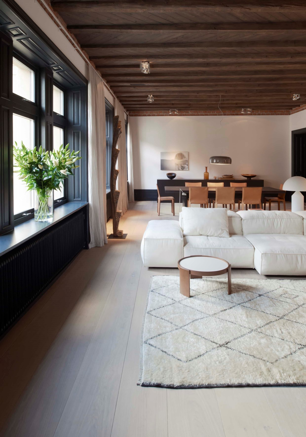 oak-wooden-floor_grandoak_white-oil_stockholm-apartment_living-room_dinesen_02.jpg