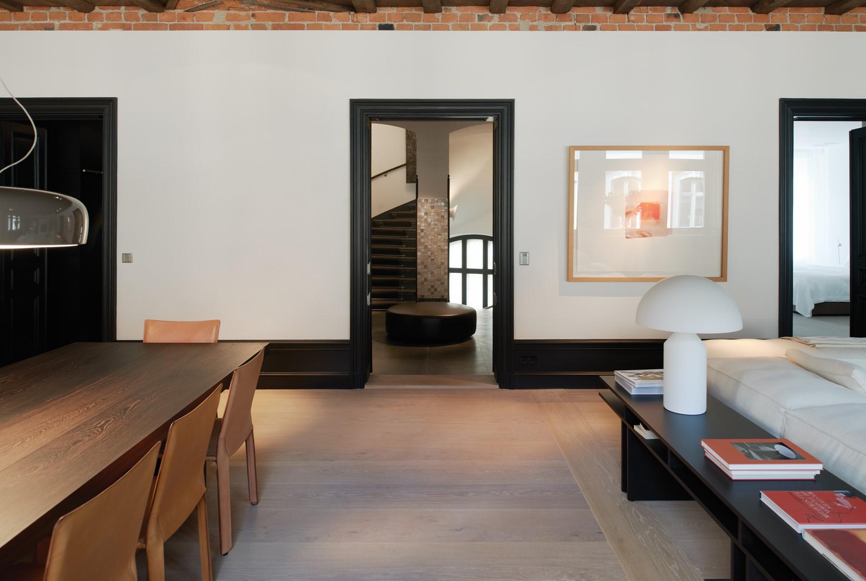 oak-wooden-floor_grandoak_white-oil_stockholm-apartment_living-room_dinesen_03.jpg