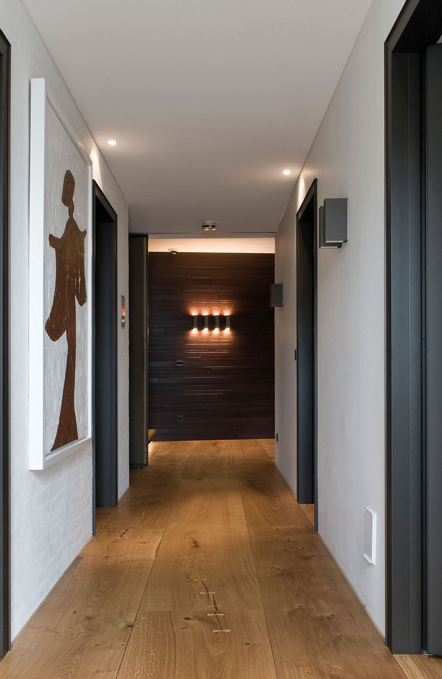 oak-hardwood-floors-heartoak_natural-oil_strib-residence_hallway_dinesen.jpg