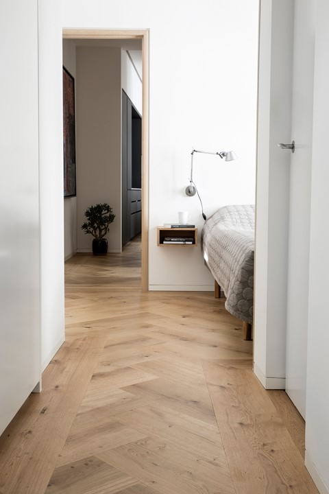 oak-herringbone-flooring_natural-oil-garde-hvalsoe-apartment_bedroom_dinesen.jpg