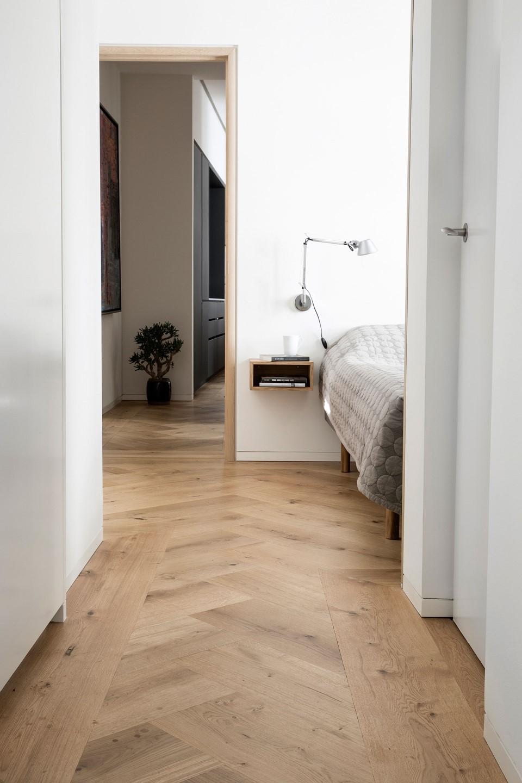 oak herringbone flooring natural oil garde hvalsoe apartment bedroom dinesen.jpg