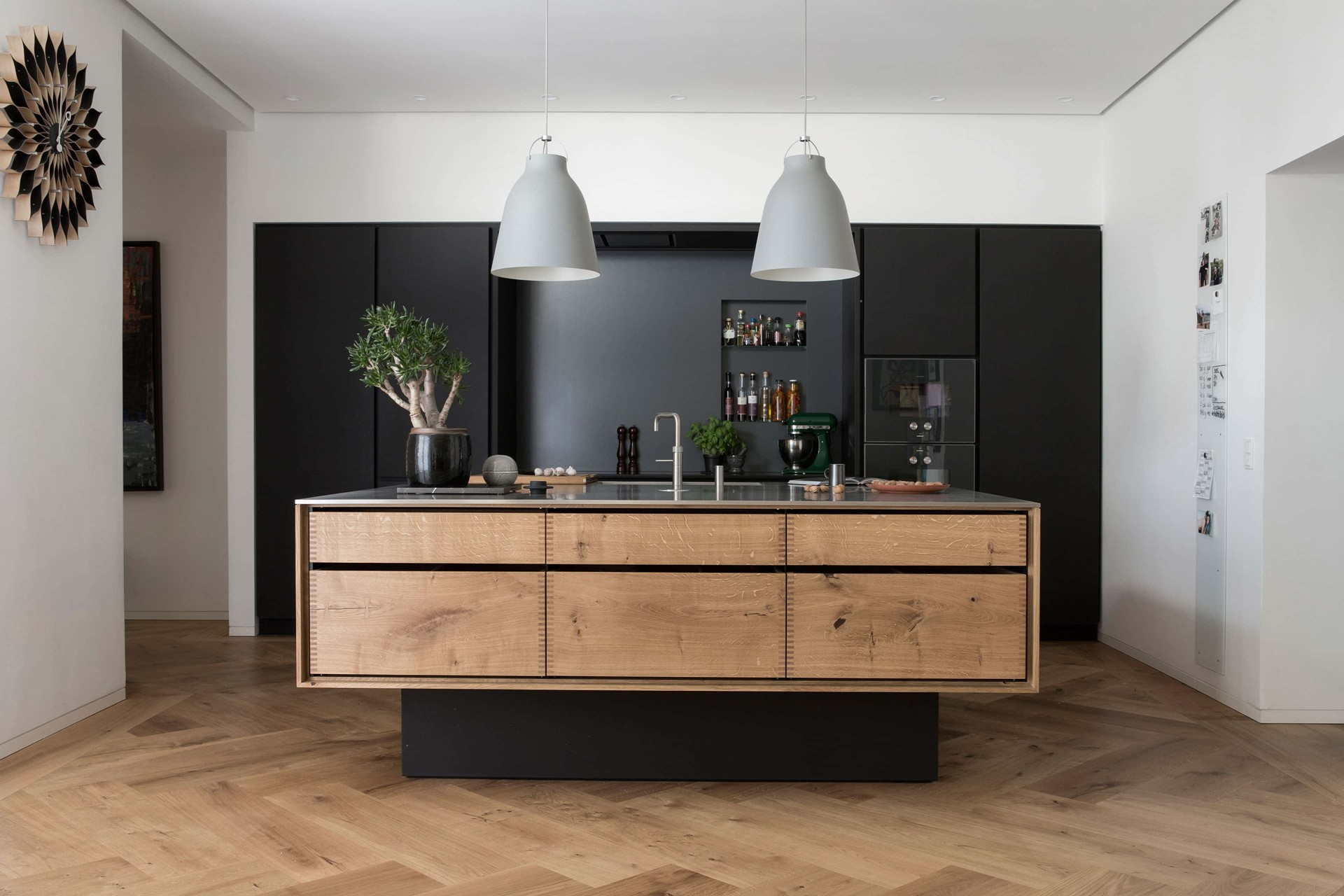 oak-herringbone-flooring_natural-oil-garde-hvalsoe-apartment_kitchen_dinesen.jpg