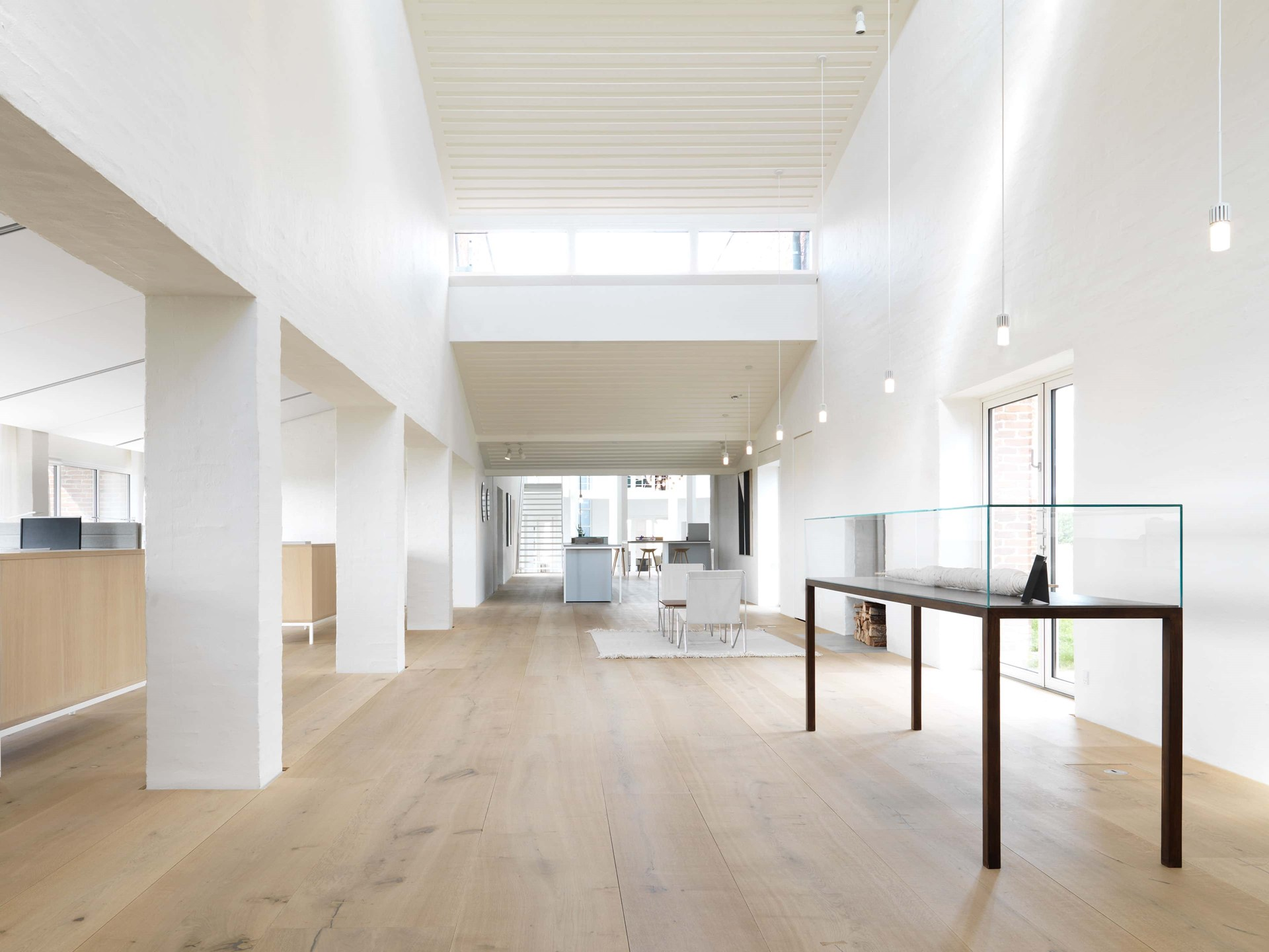oak-planks-heartoak_treatment-light-oil_kvadrat-hq_dinesen_03.jpg