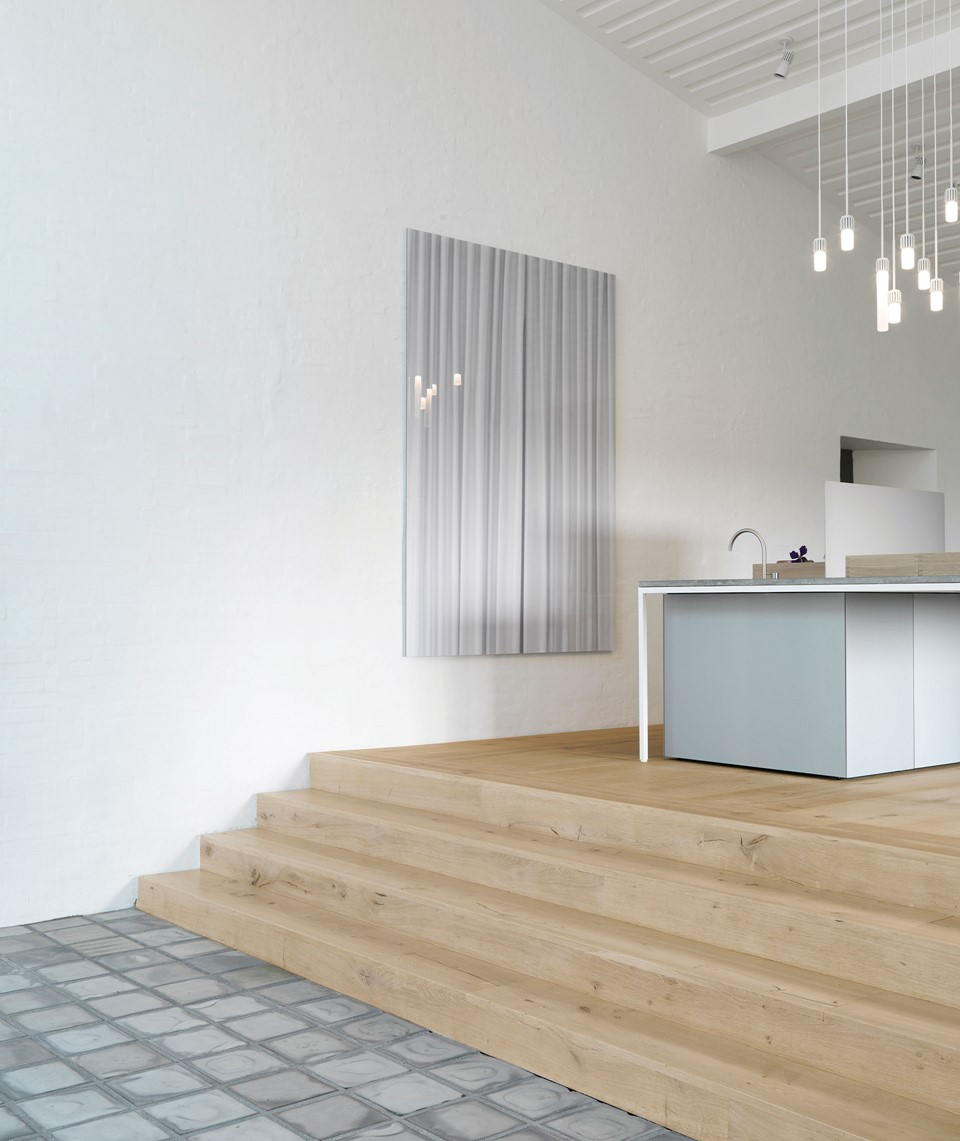 oak-planks-heartoak_treatment-light-oil_kvadrat-hq_stairs_dinesen.jpg