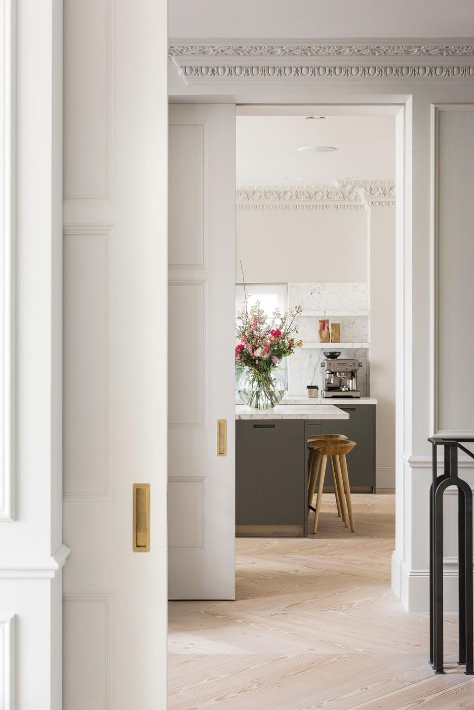 douglas-flooring-chevron_lye-white-soap_landsdowne-road_livingroom_dinesen.jpg