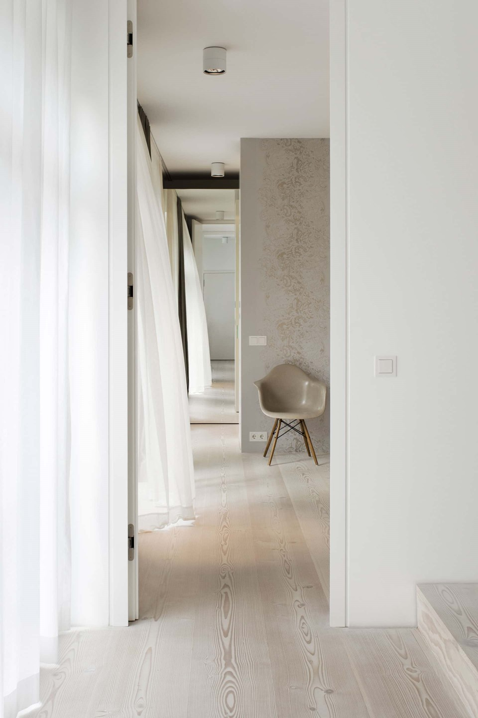 douglas-flooring_lye-white-soap_bedroom_dinesen_2.jpg