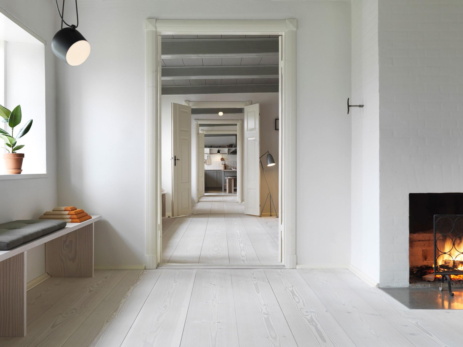 douglas fir floor lye white soap underfloor heating hallway dinesen country home_02.jpg