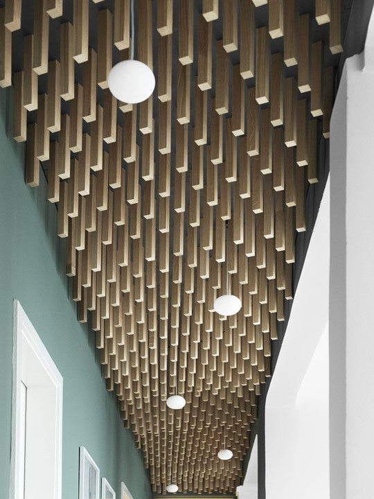 oak-ceilings-lists_dinesen-showroom-copenhagen_wooden-ceiling.jpg