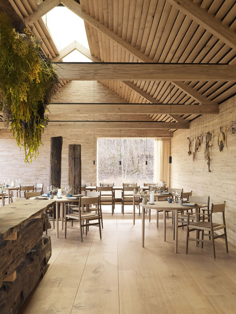 wide-oak-planks-heartoak_noma_main-dining_big-builds_dinesen.jpg