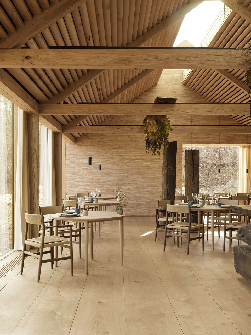wide-oak-planks-heartoak_noma_main-dining_bjarke-ingels-group_dinesen.jpg