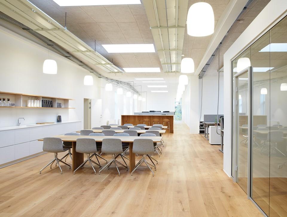 oak-flooring_natural-oil_office_dinesen.jpg