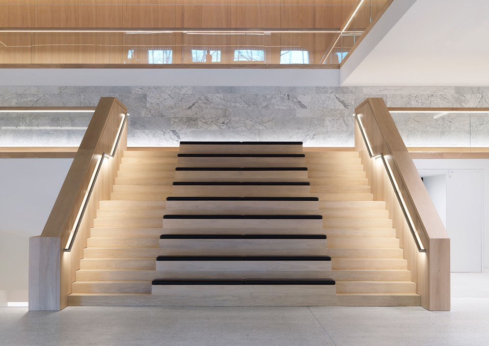 oak-flooring-grandoak_light-oil-laquer_the-design-museum_staircase_dinesen_02.jpg