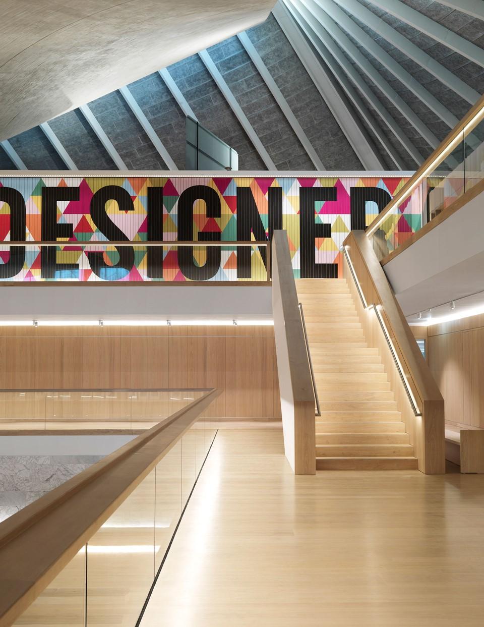 oak-flooring-grandoak_light-oil-laquer_the-design-museum_stairs_dinesen_08.jpg
