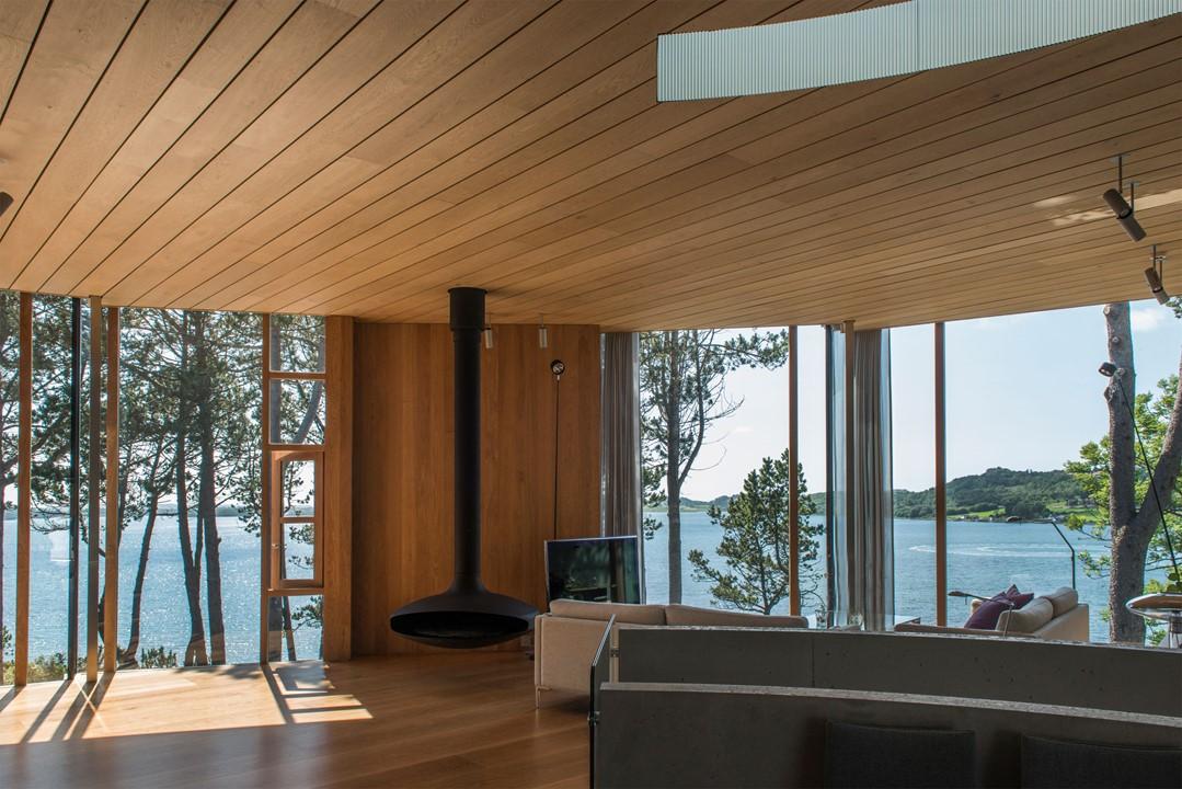 solid-oak-flooring_natural-oil-laquer_stavanger_livingroom_dinesen.jpg