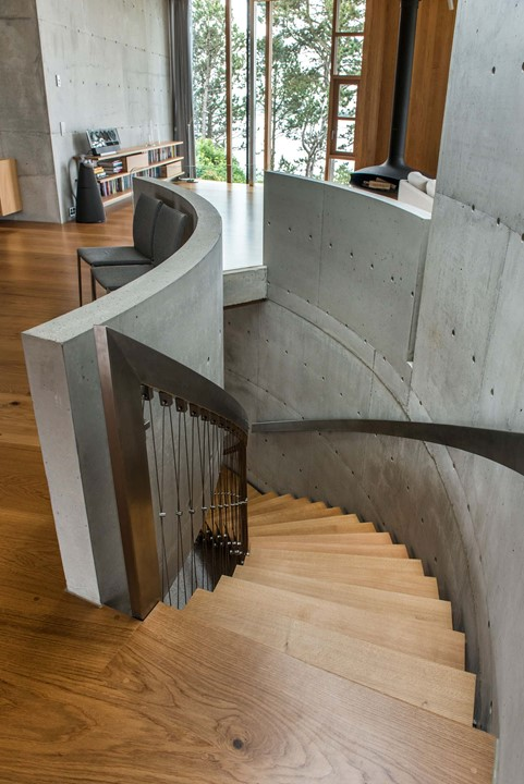 solid-oak-flooring_natural-oil-laquer_stavanger_staircase_dinesen.jpg