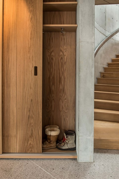 solid-oak-flooring_natural-oil-laquer_stavanger_wardrobe_dinesen.jpg