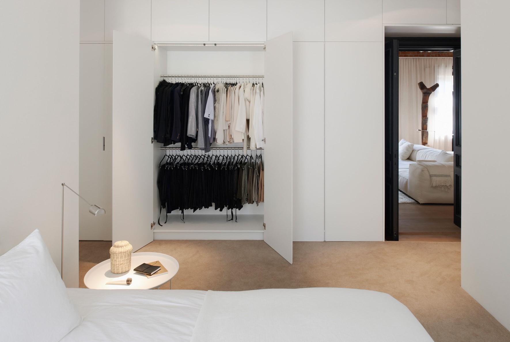 oak-wooden-floor_grandoak_white-oil_stockholm-apartment_bedroom_dinesen.jpg