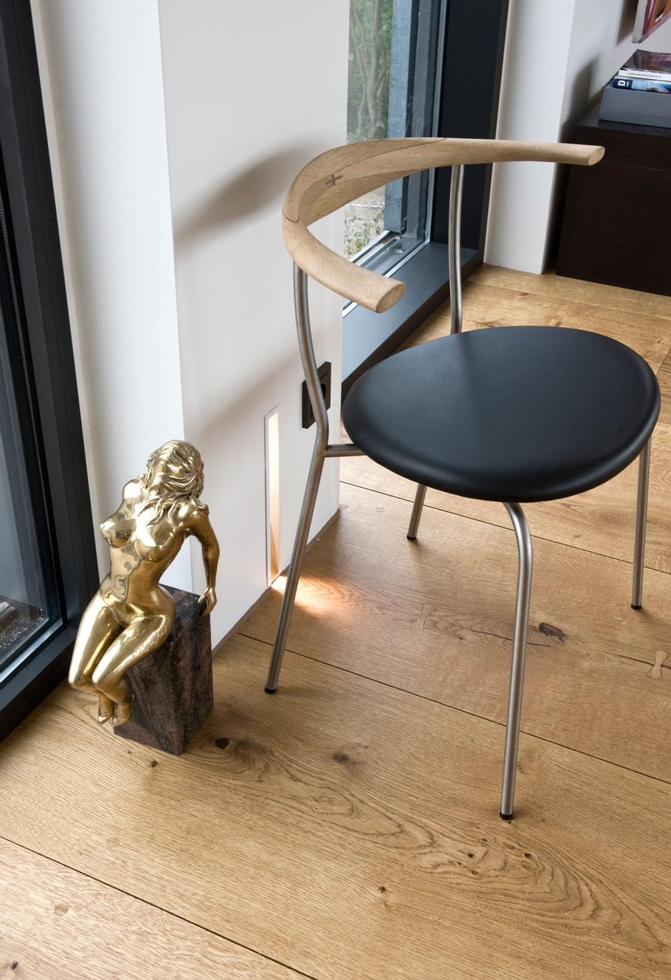 oak-hardwood-floors-heartoak_natural-oil_strib-residence_chair_dinesen.jpg