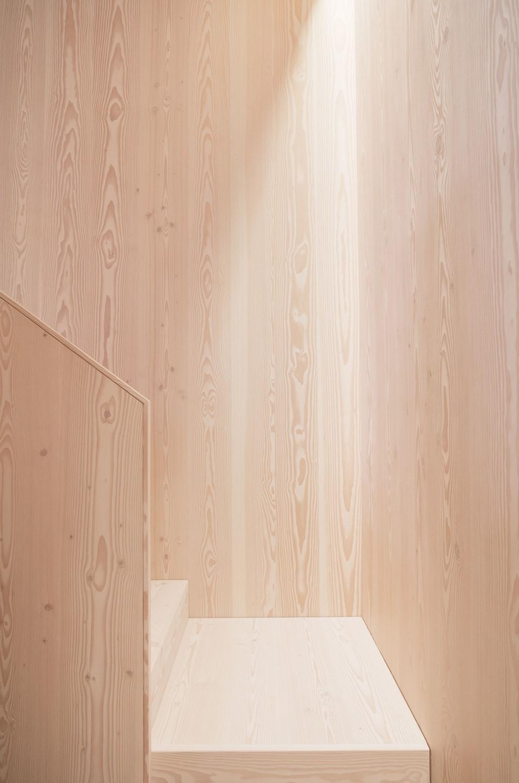 douglas-staircase_mejlborg-aarhus-showroom_dinesen.jpg