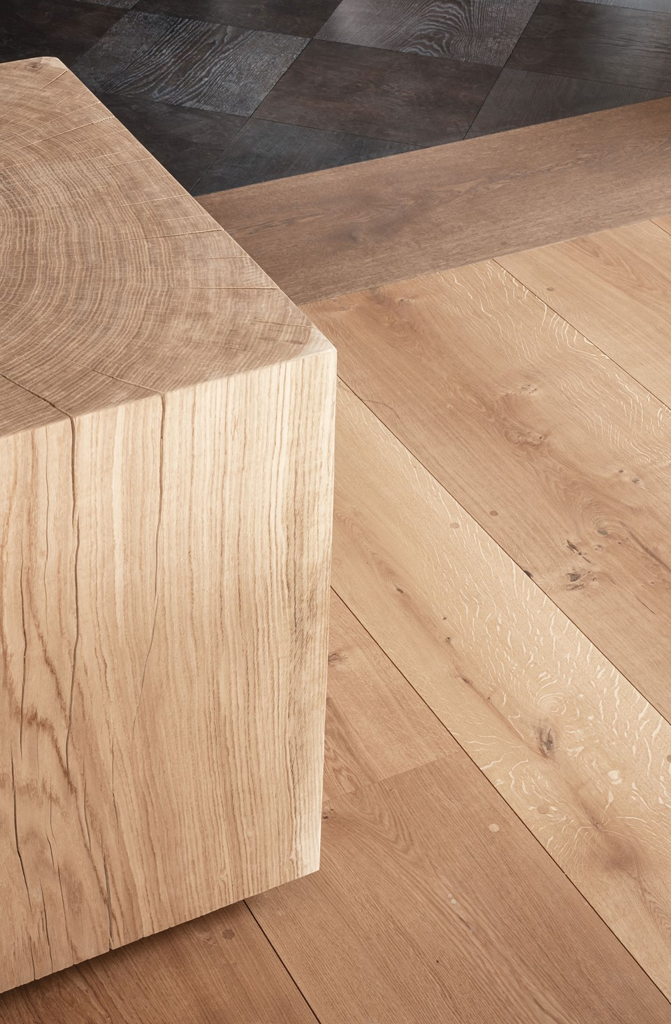 heartoak_mejlborg-aarhus-showroom_wooden-cube_dinesen.jpg