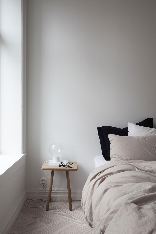 douglas-flooring-herringbone_lye-white-oil_elisabeth-heier_bedroom_dinesen_03.jpg