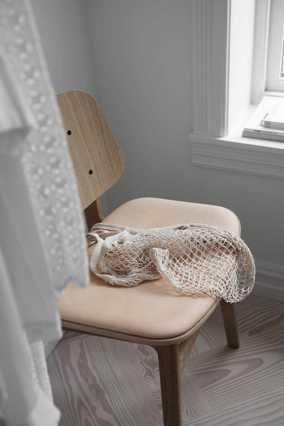 douglas-flooring-herringbone_lye-white-oil_elisabeth-heier_bedroom-chair_dinesen_03.jpg