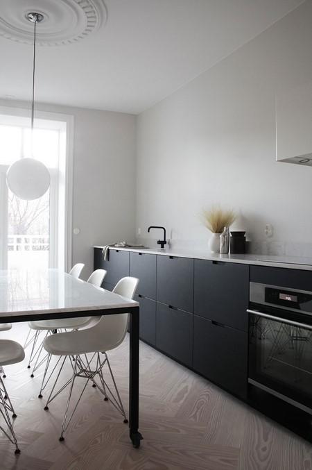 douglas-flooring-herringbone_lye-white-oil_elisabeth-heier_kitchen_dinesen_03.jpg