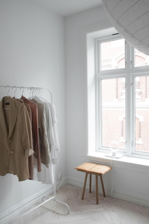 douglas-flooring-herringbone_lye-white-oil_elisabeth-heier_wardrobe_dinesen_03.jpg
