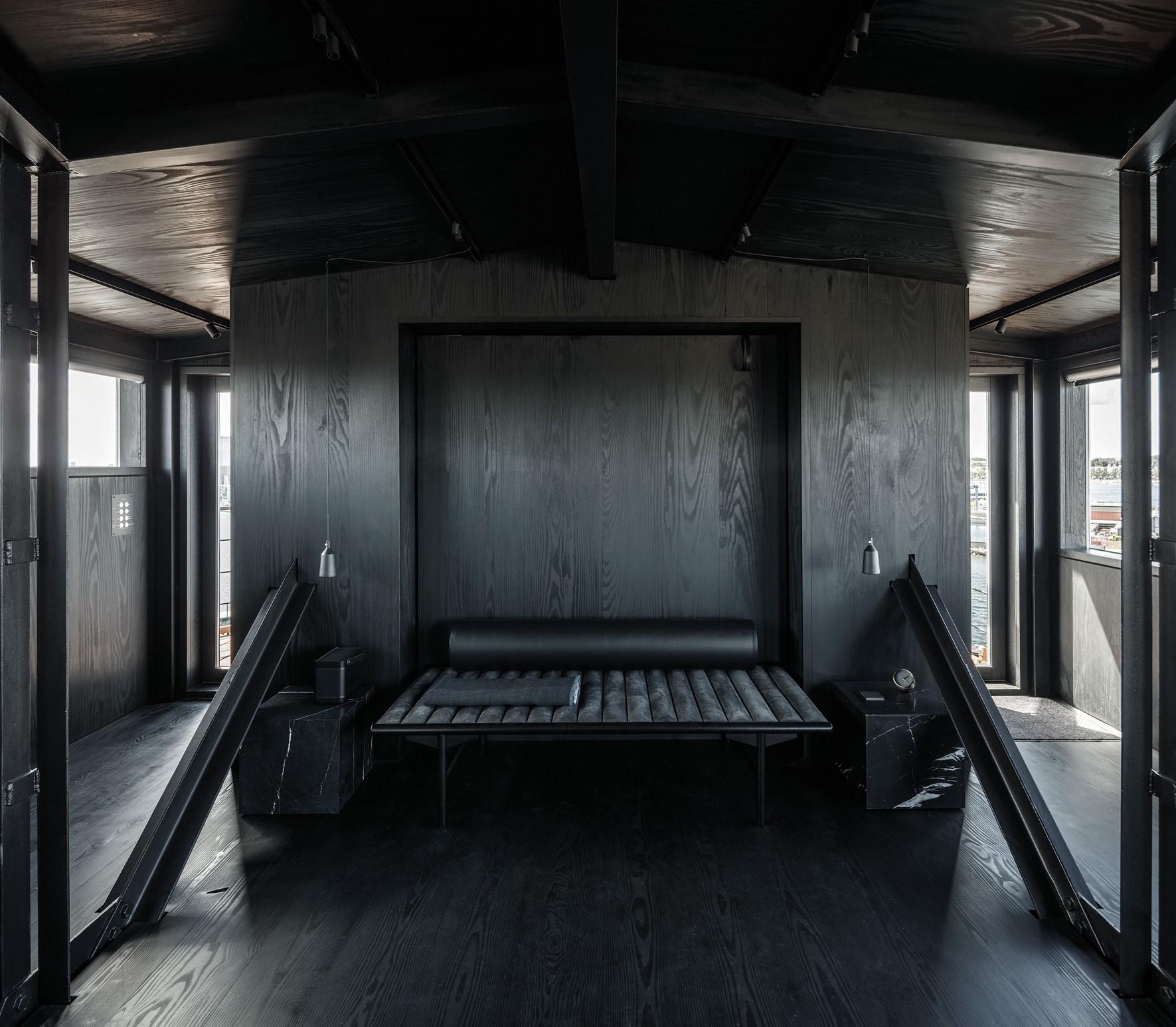 douglas-fir-floor_megablack-oil_the-krane-copenhagen_hotel-room_dinesen_02.jpg