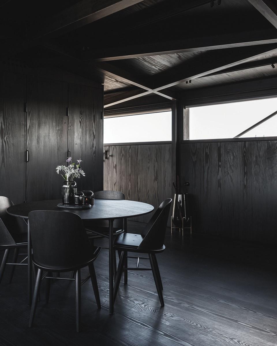 douglas-floor_megablack-oil_the-krane-copenhagen_hotel-room_dinesen_02.jpg