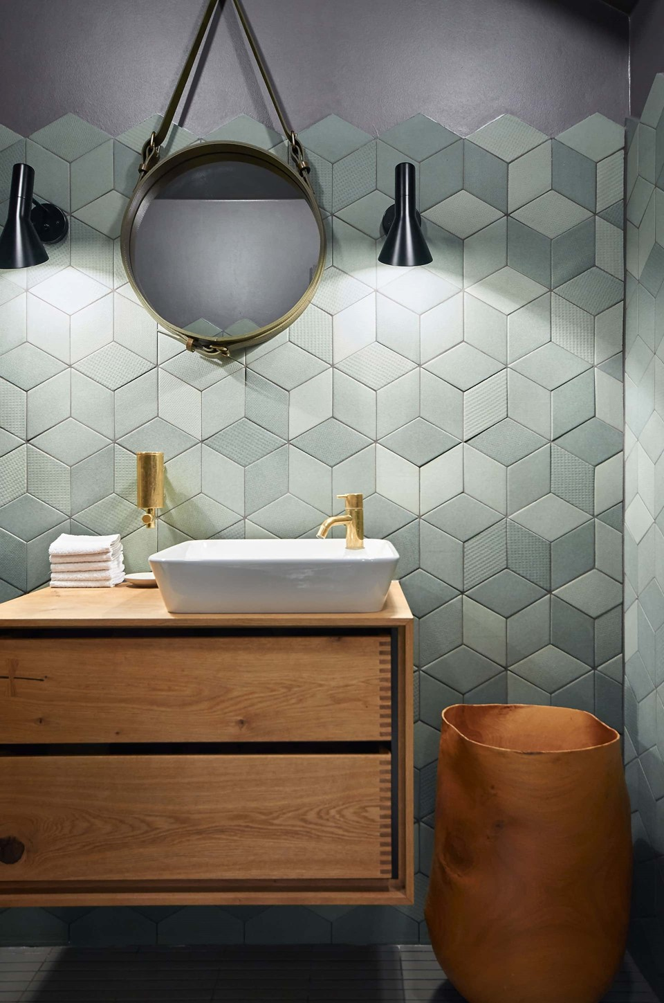 herringbone-douglas-dark-flooring_antracite-grey-oil_kadeau-restaurant-copenhagen_bathroom_dinesen_01.jpg