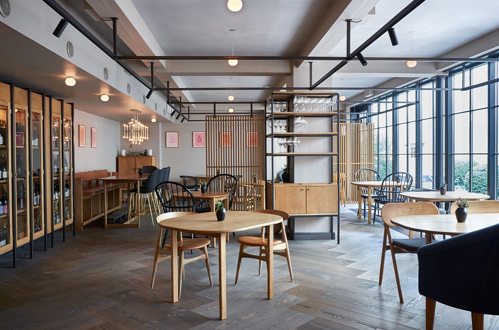 herringbone-douglas-dark-flooring_antracite-grey-oil_kadeau-restaurant-copenhagen_dining_dinesen_04.jpg