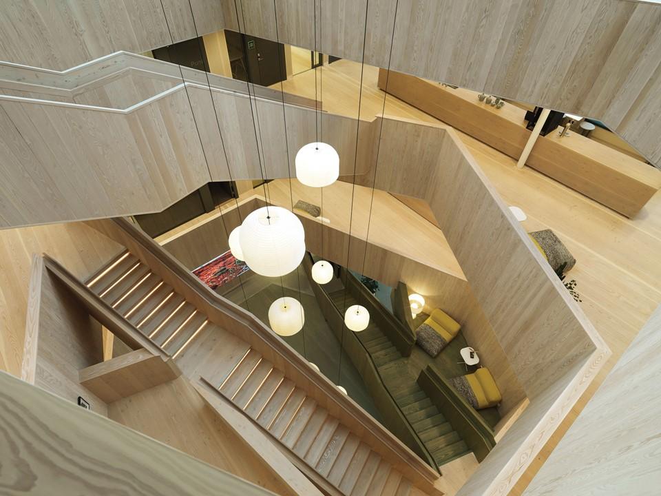 douglas-floor_lye-and-natural-oil_centiro-office-sweden_staircase_dinesen.jpg