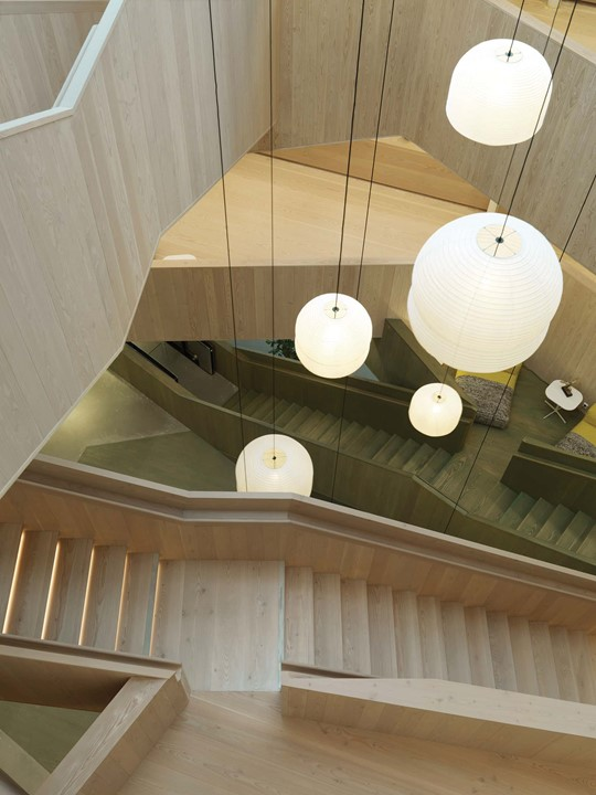 solid-douglas-flooring_lye-and-natural-oil_centiro-office-sweden_staircase_dinesen_01.jpg