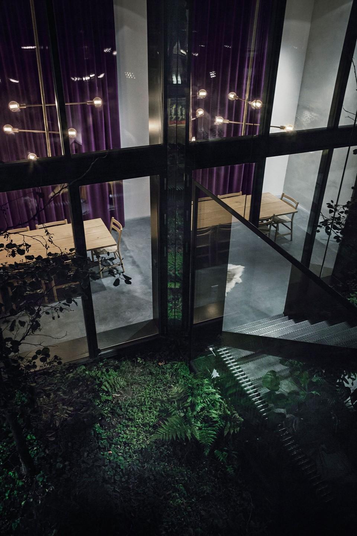 oak-hardwood-plank-flooring-heartoak_natural-oil_peters-house_atrium-garden_dinesen.jpg