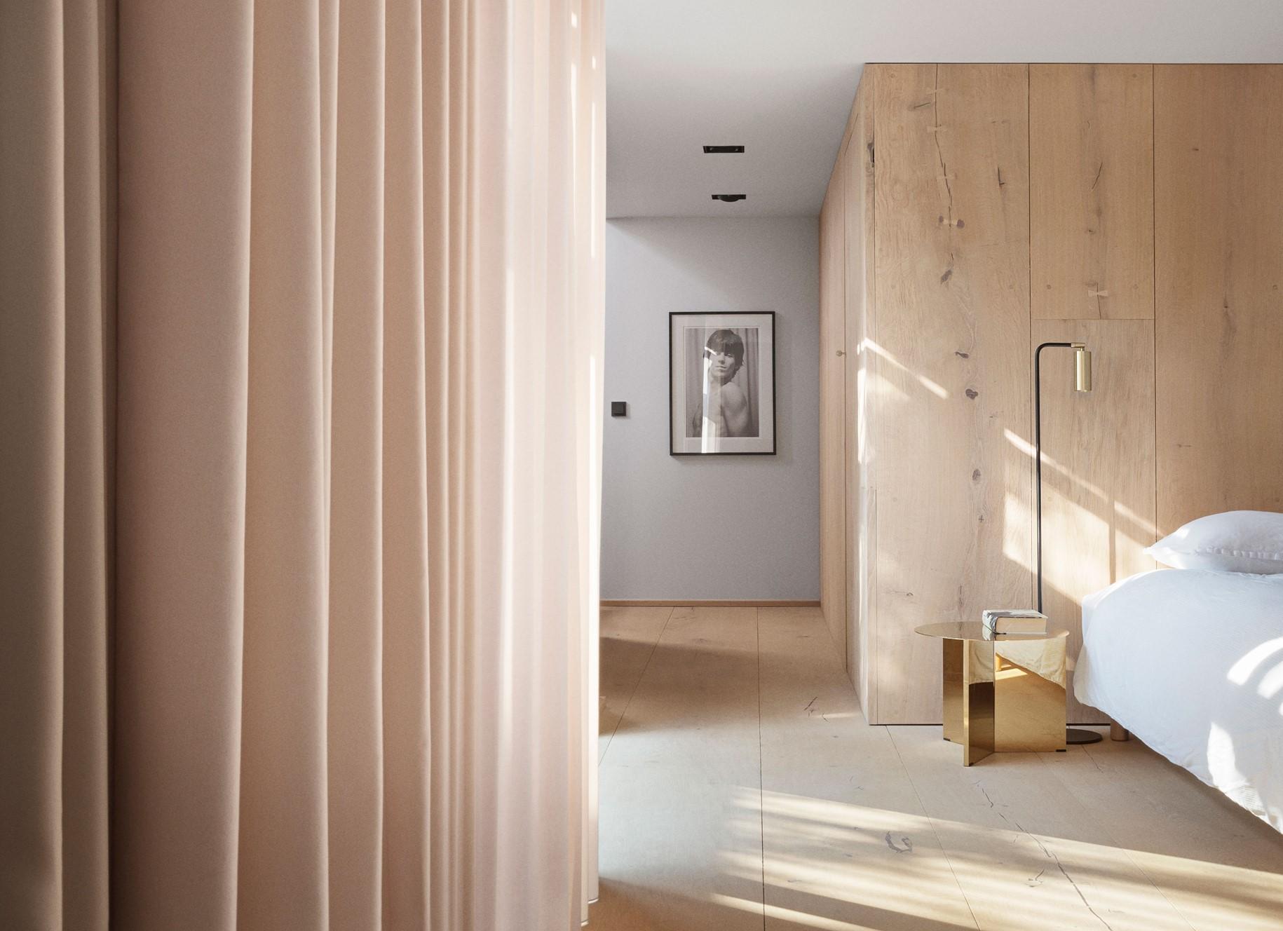 oak-hardwood-plank-flooring-heartoak_natural-oil_peters-house_bedroom_dinesen.jpg
