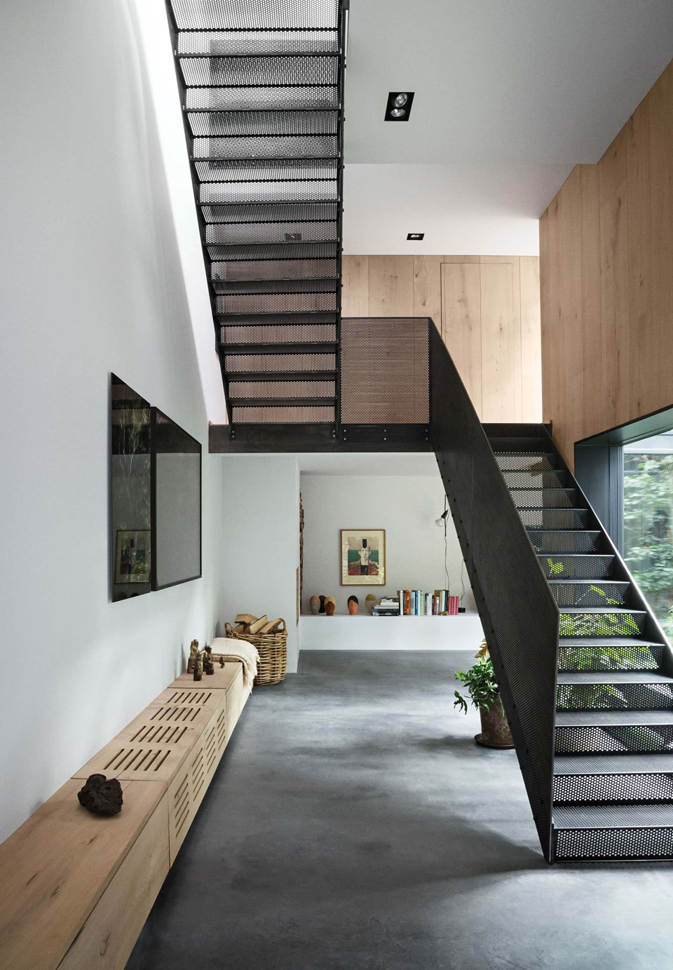 oak-hardwood-wall-cladding-heartoak_natural-oil_peters-house_hallway_dinesen.jpg