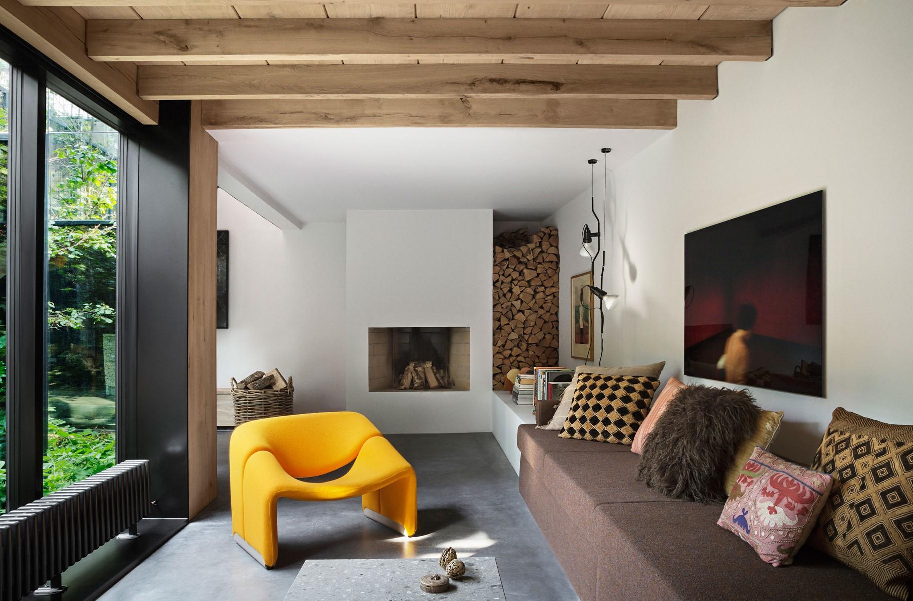 oak-hardwood-wall-cladding-heartoak_natural-oil_peters-house_living-room_dinesen.jpg
