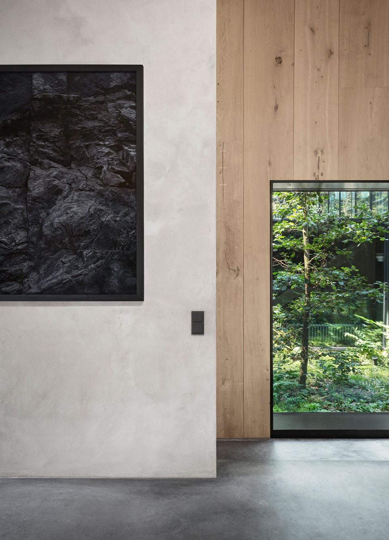 oak-hardwood-wall-cladding-heartoak_natural-oil_peters-house_window-frame_dinesen.jpg