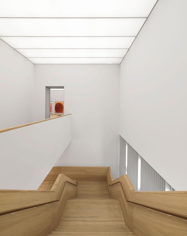 oak-flooring_lye-white-oil_museum-brandhorst_staircase_dinesen.jpg