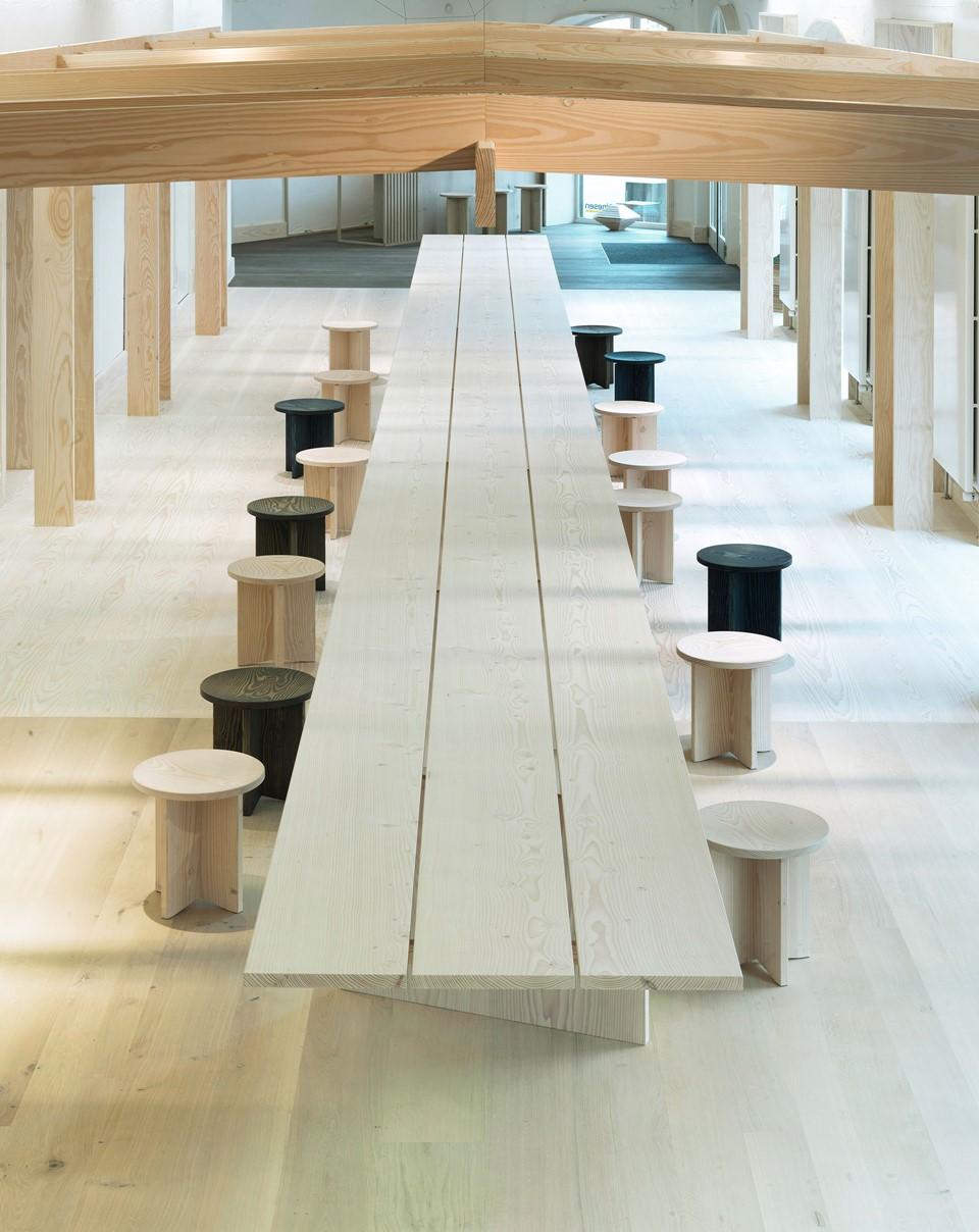 douglas-floor_lye-and-white-soap_dinesen-showroom-copenhagen_plank-table_dinesen.jpg
