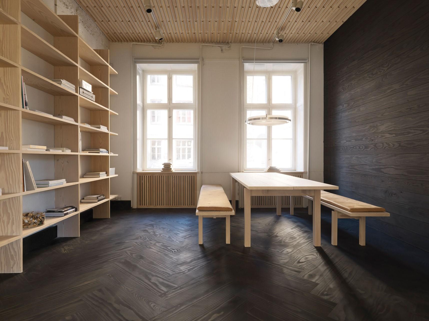 douglas-herringbone-floor_black-oil_dinesen-showroom-copenhagen_dinesen.jpg