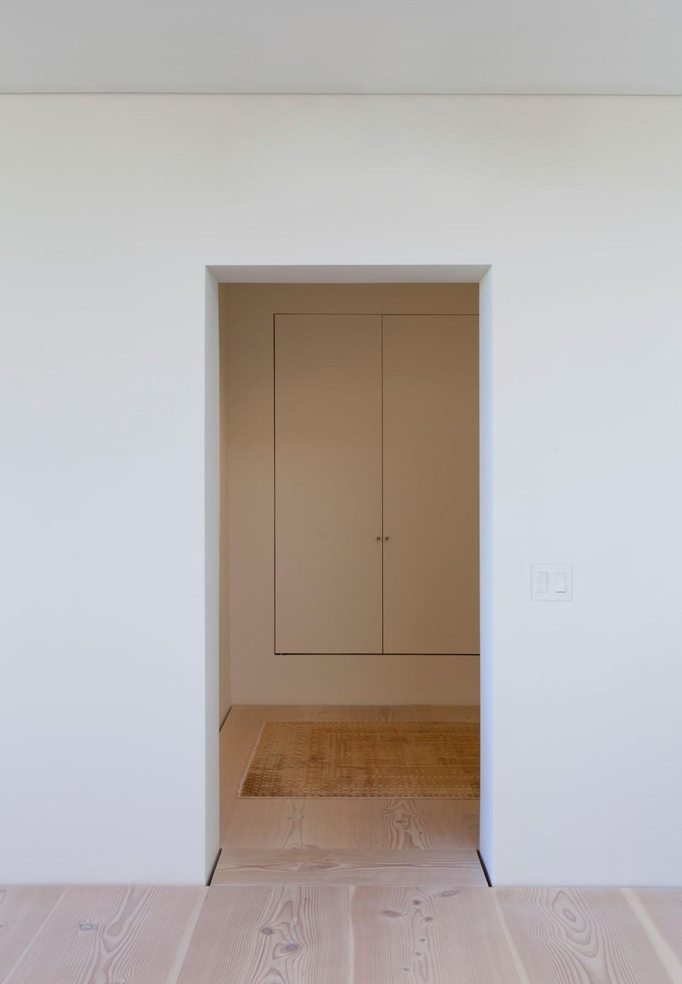 douglas-flooring_lye-and-white-soap_central-park-office_hallway_dinesen.jpg