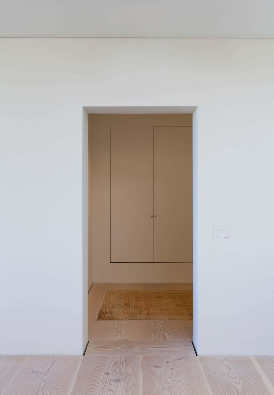douglas-flooring_lye-and-white-soap_central-park-office_hallway_dinesen.jpg