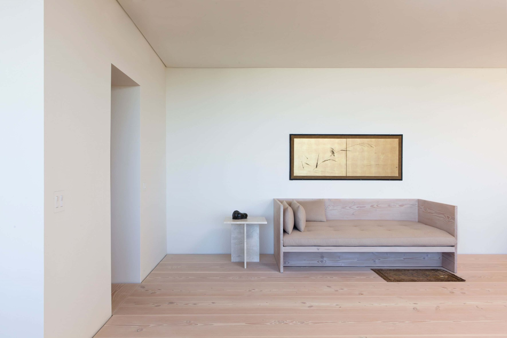 douglas-flooring_lye-and-white-soap_central-park-office_wooden-sofa_dinesen.jpg