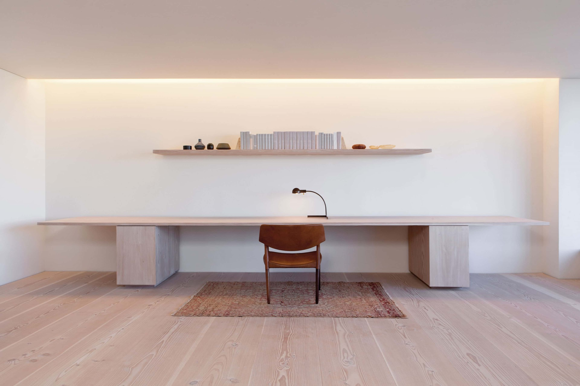 douglas-flooring_lye-and-white-soap_central-park-office_wooden-work-space_dinesen.jpg