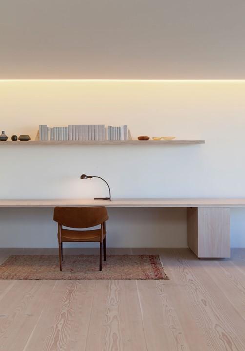 douglas-flooring_lye-and-white-soap_central-park-office_work-space_dinesen.jpg